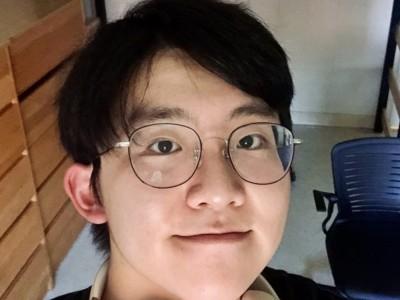 Aiqi Sun selfie style